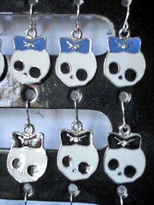 Ohrhänger Skully schwarz oder blau