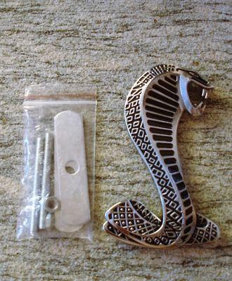 Grill Emblem: Cobra / silber