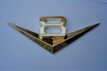Emblem: V8 / Gold