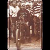Blechpostkarte - Harley mit Waschbär