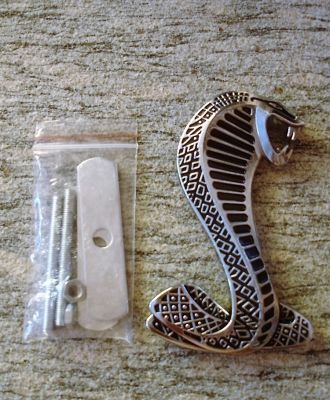 Grill Emblem: Cobra / silver