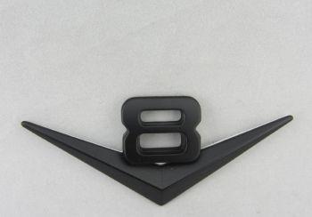 Emblem: V8 / schwarz